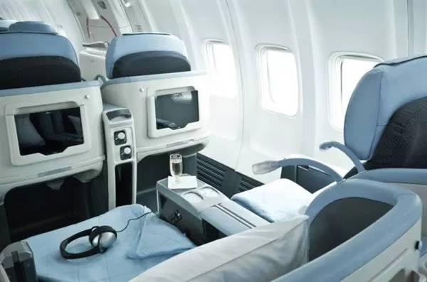 Hành khách nào cũng được phục vụ giống như thế này, bất kể loại ghế.(Ảnh: Internet)