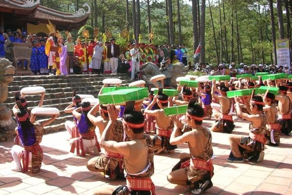 Dịp nghỉ lễ Giỗ Tổ Hùng Vương, Phú Thọ ngày nắng.