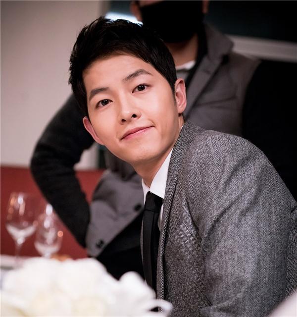 """Đại úy Yoo"""" Song Joong Ki hụt hẫng khi Hậu duệ Mặt Trời kết thúc"""