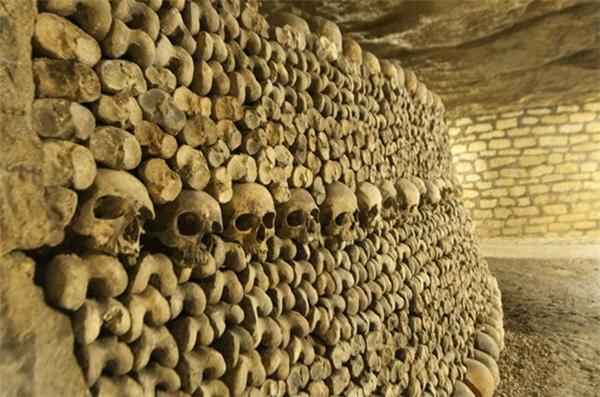 Hầm mộ ở thành phố Paris của Pháp là nơi chôn cất khoảng 6 triệu thi thể của người dân thành phố này.