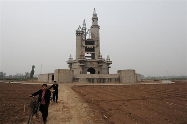 Công viên giải trí Wonderland ở Trung Quốc trở thành nơi hoang phế cho dù chưa hoạt động chính thức.