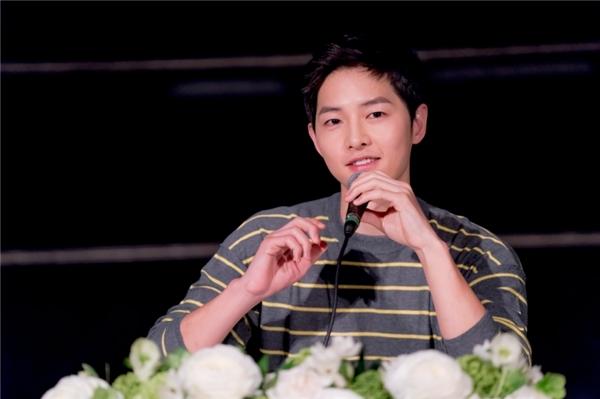 Song Joong Ki lên tiếng về hình ảnh chụp cùng bạn gái cũ