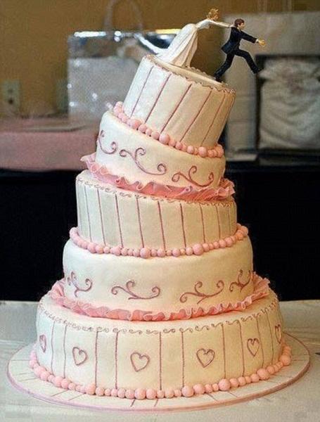 Rốt cuộc ý tưởng của thợ làm bánh là cô dâu sẽ giữ lấy chú rể bên bờ vực thẳm, hay là đẩy xuống?