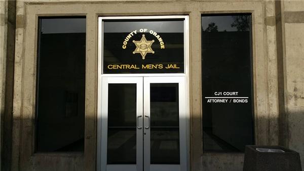 Central Jail - nơi diễn ra phiên luận tội nghệ sĩ hài Minh Béo. (Ảnh: trang cá nhân Dũng Taylor) - Tin sao Viet - Tin tuc sao Viet - Scandal sao Viet - Tin tuc cua Sao - Tin cua Sao