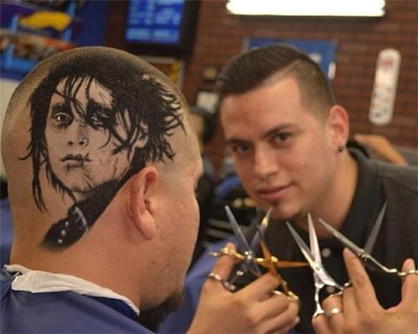 Hiện tại, Rob Ferrelđang điều hành một salon tóc ở San Antonio, nơi mà mỗi ngày anh ta sẽ được tha hồ chơi đùa với những ma thuật của mình. (Ảnh: Internet)
