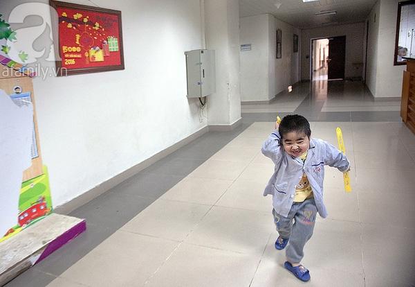 Trong ký ức tuổi thơ của chúng, có lẽ vẫn còn chỗ cho những niềm vui, cho sự hân hoan thơ trẻ, như mọi đứa bé cùng trang lứa ở ngoài kia phòng bệnh.