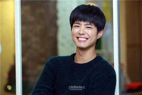 """Thích thú Kim Yoo Jung nhận lời """"yêu"""" Park Bo Gum"""
