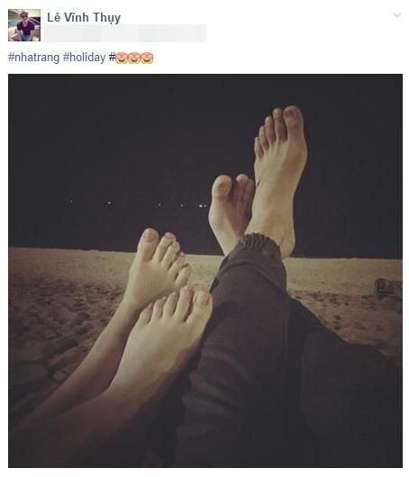 Mới đây, siêu mẫu Vĩnh Thụy đã hào hứng khoe với người hâm mộ hình ảnh tình cảm giữa anh và bạn gái tại bãi biển Nha Trang. Hai đôi chân kề bên nhau trên bãi cát vàng vô cùng lãng mạn khiến không ít người phải tò mò chú ý. Tuy không thấy được mặt cô gái ấy nhưng có lẽ công chúng đều biết mĩ-nhân-đó là ai. - Tin sao Viet - Tin tuc sao Viet - Scandal sao Viet - Tin tuc cua Sao - Tin cua Sao