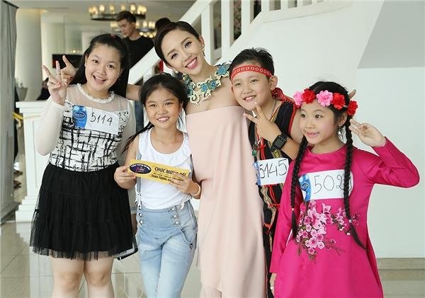Lắng nghe những chia sẻ của Tóc Tiên khi ngồi ghế nóng Idol Kids