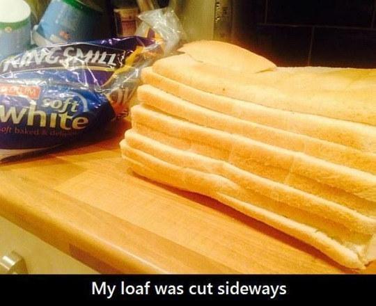 Làm sao mà lại có thể cắt dọc bánh mì thế này?(Ảnh: Internet)