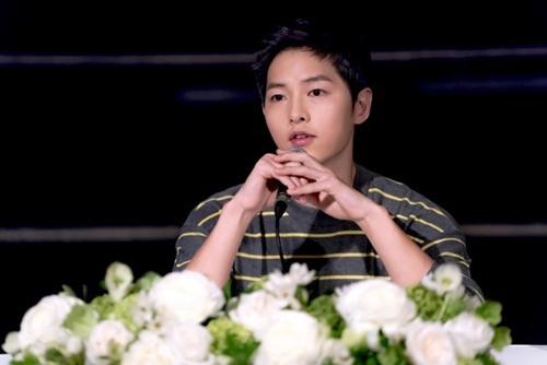 Song Joong Ki có buổi trả lời phỏng vấn sau khi phim kết thúc.