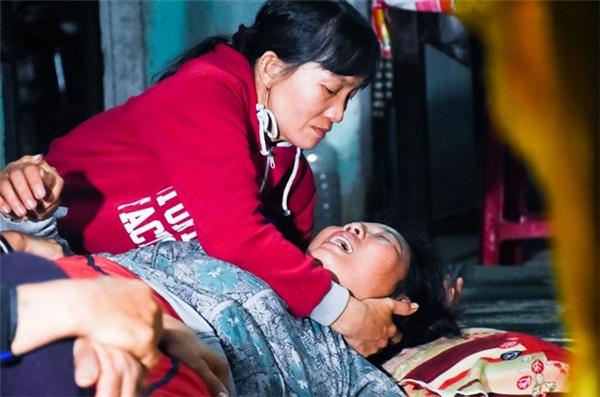 Ở gia đình em Nguyễn Minh Hoàng (thôn Hổ Tiếu, xã Nghĩa Hà), nỗi đau mất con cào xé bà Ngô Thị Hai.Ảnh:Đoàn Nguyên.