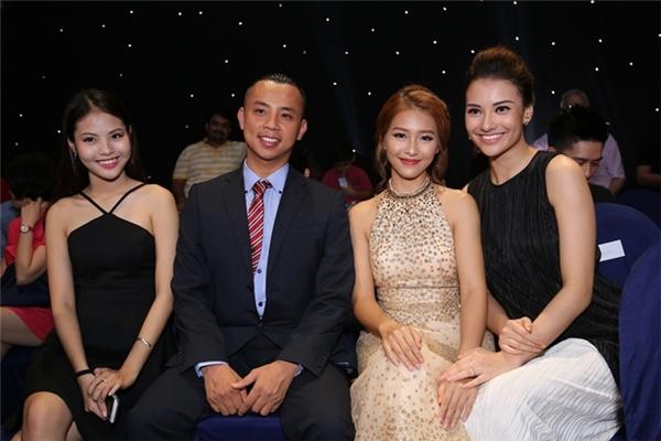 Phạm Hương – Lan Khuê dắt nhau đi xem Vip dance trước khi ngồi ghế nóng