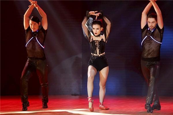 Thu Thủy đã mang ý tưởng đột phá vào phần trình diễn khi kết hợp những bước nhảy ballet cùng các vũ điệu khác. - Tin sao Viet - Tin tuc sao Viet - Scandal sao Viet - Tin tuc cua Sao - Tin cua Sao