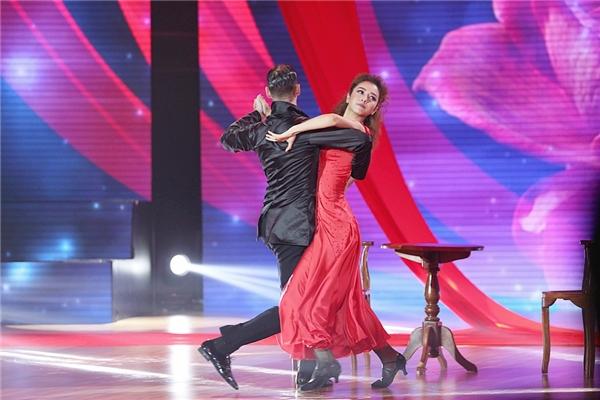 Tango là vũ điệu đựa Jennier Phạm chọn lựa để thể hiện trong đêm chung kết. - Tin sao Viet - Tin tuc sao Viet - Scandal sao Viet - Tin tuc cua Sao - Tin cua Sao