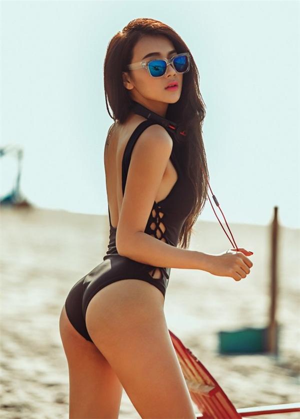 Hot girlNga Tâykhoe làn da nâu và cơ thể tuyệt đẹp ở bãi biển Phan Thiết