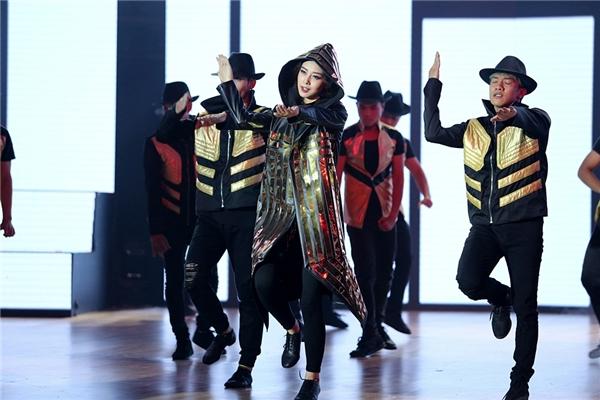 Jennifer Phạm đã tái hiện hình ảnh thời hoàng kim của Michael Jackson. - Tin sao Viet - Tin tuc sao Viet - Scandal sao Viet - Tin tuc cua Sao - Tin cua Sao