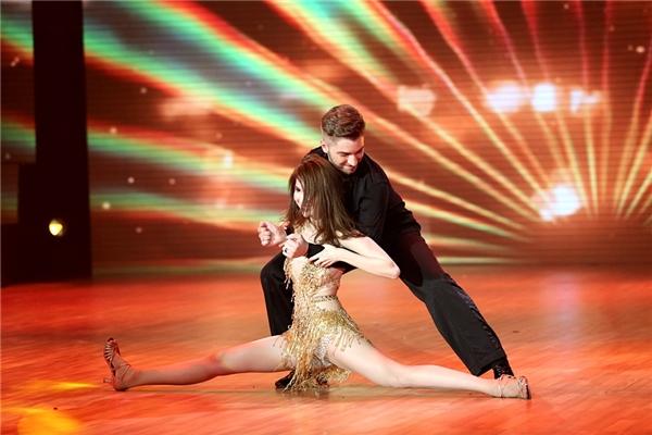 Lần đầu tiên thử sức cùng dancesport, Ngọc Trinh chọn lựa shuffle dance cho tiết mục của mình. - Tin sao Viet - Tin tuc sao Viet - Scandal sao Viet - Tin tuc cua Sao - Tin cua Sao