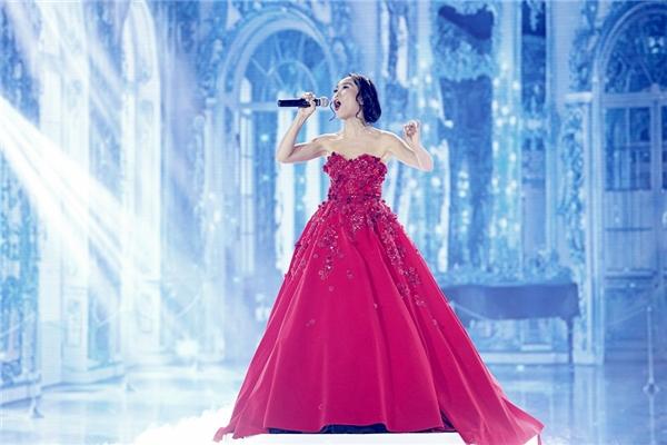Cùng góp mặt trong đêm chung kết Vip dance là nữ ca sĩ Đoan Trang với bài hát Huyền thoại dòng sông xanh.  - Tin sao Viet - Tin tuc sao Viet - Scandal sao Viet - Tin tuc cua Sao - Tin cua Sao