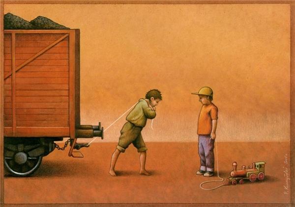 Sự khác biệt giữa người lớn và trẻ nhỏ, giữa người giàu và kẻ nghèo, giữa mộng tưởng và hiện thực. Và biết đâu được, người đàn ông mặc đồ cũ, vất vả kéo xe chỉ để cho con trai mình mặc đồ đẹp, chơi xe lửa.(Ảnh: Internet)