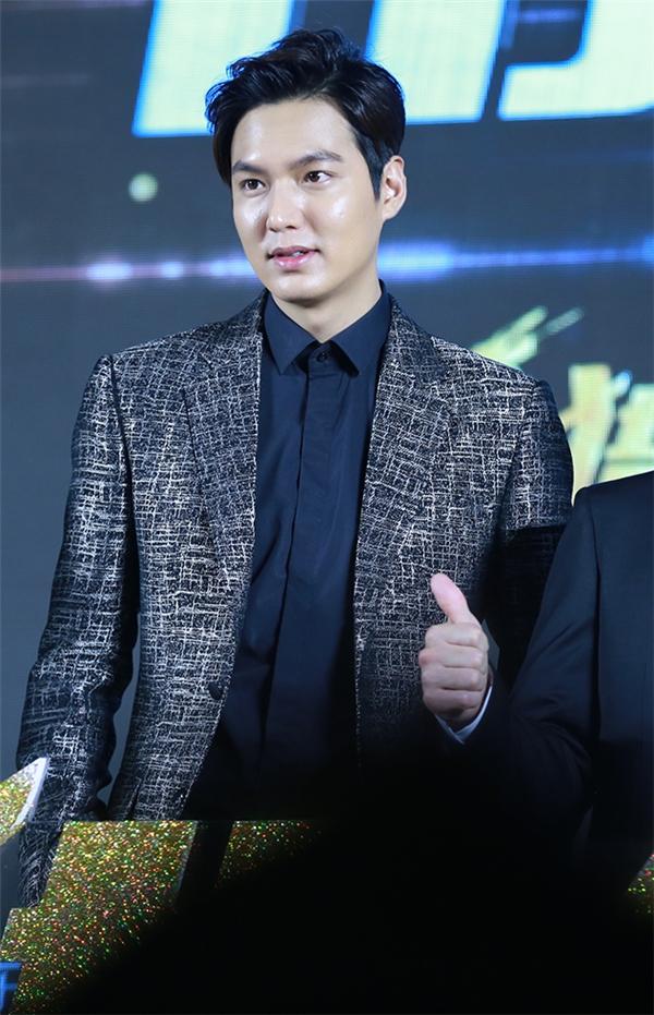 Fan cuồng cạo đầu thể hiện tình cảm với Lee Min Ho