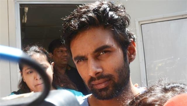 Rahul đe dọa tự tử tại bệnh viện. Ảnh: Hindustan Times