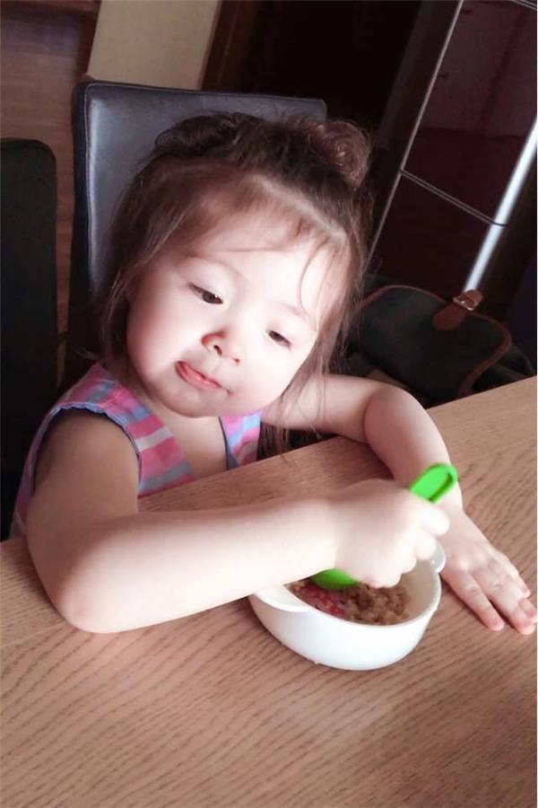 """Elly Trần tiếp tục khiến fan """"tan chảy"""" khi đăng tải hình ảnh Cadie Mộc Trà. - Tin sao Viet - Tin tuc sao Viet - Scandal sao Viet - Tin tuc cua Sao - Tin cua Sao"""