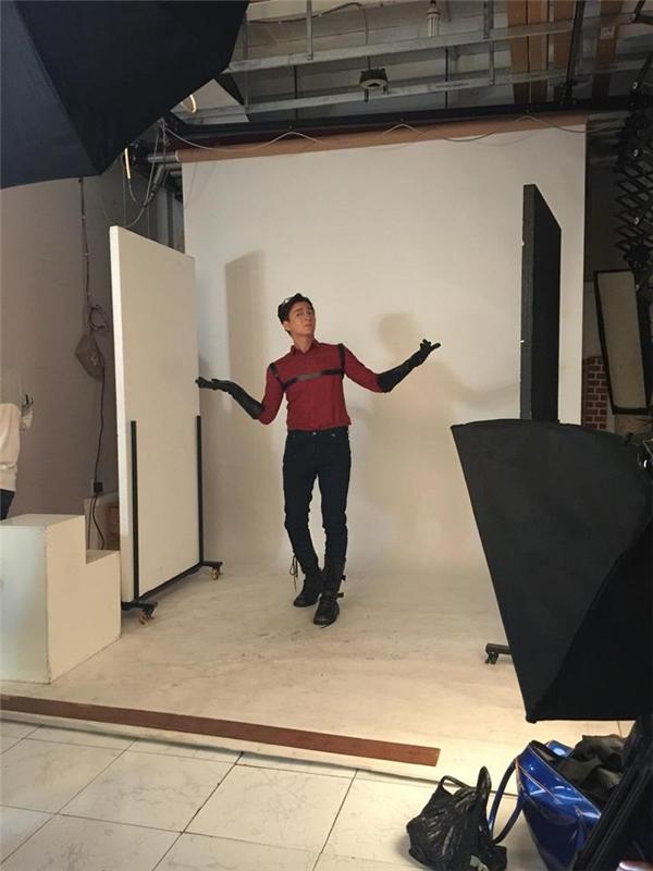 """Ngô Kiến Huy tươi tắn chụp hình cho bộ phim đang lồng tiếng mang tên Đặc vụ """"Gà Mờ"""". - Tin sao Viet - Tin tuc sao Viet - Scandal sao Viet - Tin tuc cua Sao - Tin cua Sao"""