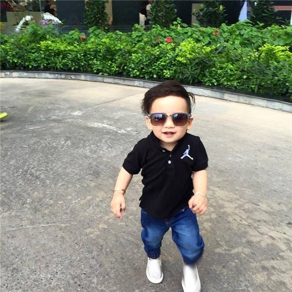 Con trai Noah Nguyễn dù còn nhỏ nhưng đã được bố mẹ cho ăn diện như mộtfashionista chính hiệu. - Tin sao Viet - Tin tuc sao Viet - Scandal sao Viet - Tin tuc cua Sao - Tin cua Sao