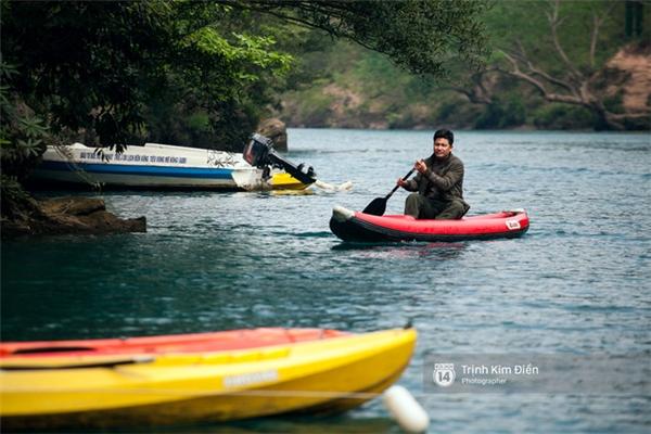 Hoặc chèo thuyền Kayak.