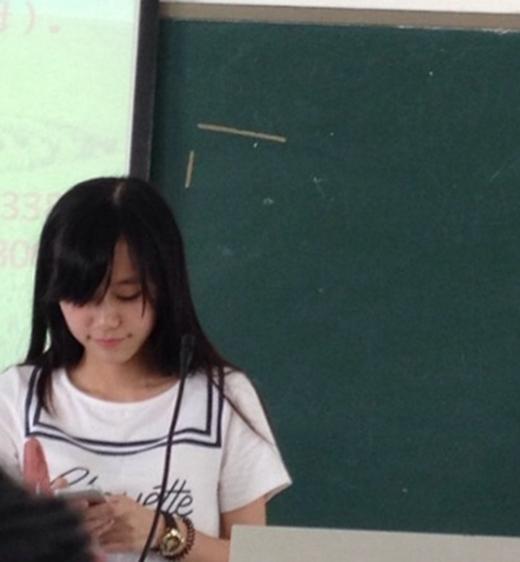 Hình ảnh cô giáo Chang trên bục giảng.