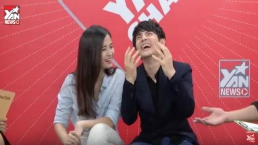 """YAN Chat: """"Ông bà già"""" Đông Nhi & Ông Cao Thắng 70 tuổi """"đi club"""""""
