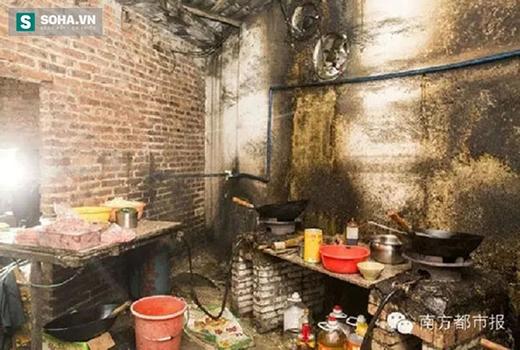Cận cảnh khu bếp nơi hằng ngày làm hàng trăm suất cơm hộp cho sinh viên Học viện Hoa Thương, Quảng Đông.