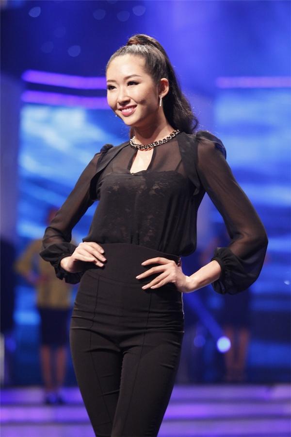 Thanh Khoa (ảnh dưới) và Quỳnh Châu trong liveshow vừa qua.