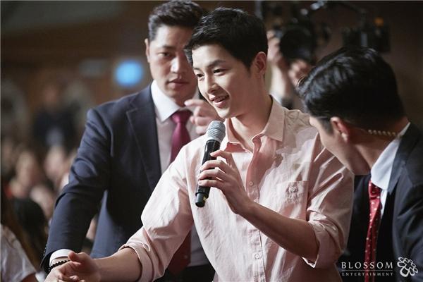 """1001 biểu cảm """"cute muốn xỉu"""" của Song Joong Ki tại buổi họp fan"""