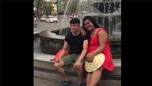 """""""Hot girl"""" Happy Polla xuất hiện tại Hà Nội, thân thiện tự sướng cùng fan"""
