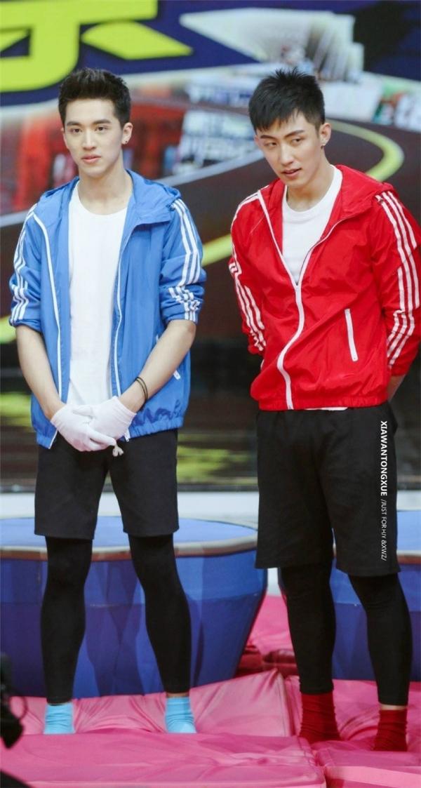 Hứa Ngụy Châu và Hoàng Cảnh Du trong buổi ghi hình cho showHappy Camp.Sau lệnh cấm, tập show đã bị dời lịch phát sóng vô thời hạn. Ảnh:Sina.