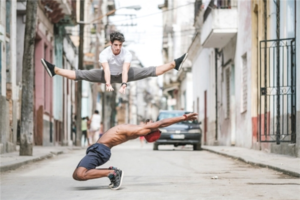 Ngẩn ngơ với bộ ảnh những vũ điệu ballet trên đường phố Cuba
