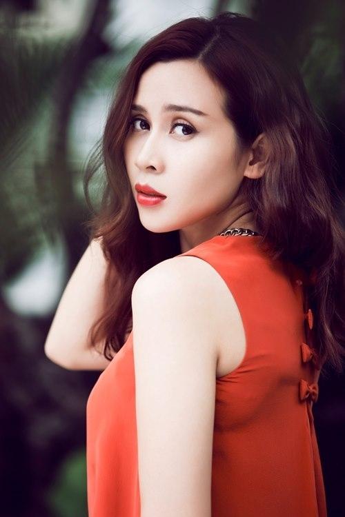 """Thời đi học, Lưu Hương Giang thường được bạn bè gọi làGiang đô,bởi vóc dángto lớn của cô. Biệt danh này đã theo nữ ca sĩ đến ngày hôm nay, dù hiện tại """"bà mẹ một con"""" đã sở hữu thân hình thon gọn và đầy quyến rũ. - Tin sao Viet - Tin tuc sao Viet - Scandal sao Viet - Tin tuc cua Sao - Tin cua Sao"""