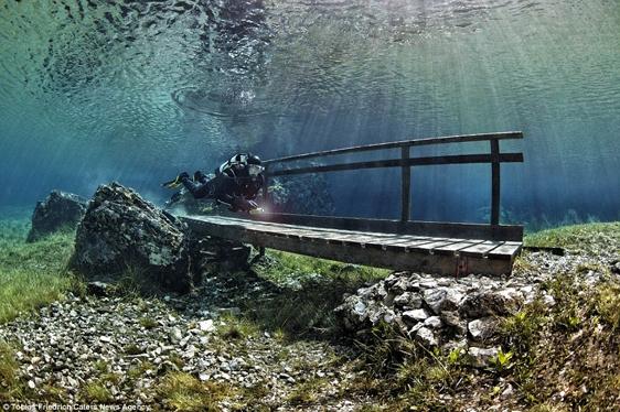 Mực nước có thể dâng lên tối đa 12m.