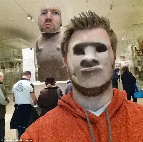 Kinh hoàng ở viện bảo tàng: Chàng trai bị tráo mặt với tượng