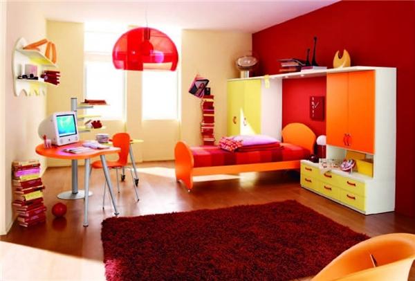 """Nhìn căn phòng này sẽ dễ khiến ta liên tưởng đến các bộ phim khoa học viễn tưởng nhờ các đồ nội thất được thiết kế độc đáo kết hợp với tông màu đỏ và cam """"sang chảnh"""". (Ảnh: Internet)"""