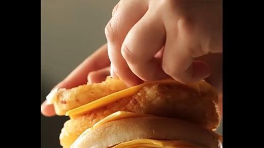 Chóng mặt với bánh hamburger 63 tầng khổng lồ