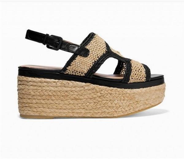 Mùa hè năm nay, những đôi sandal đế bánh mì được biến tấu với phần đế có những đường đan chéo vào nhau tạo hiệu ứng thị giác. Ngoài ra, sự kết hợp của những tông màu khác nhau cũng giúp bạn dễ dàng phối với nhiều loại trang phục.
