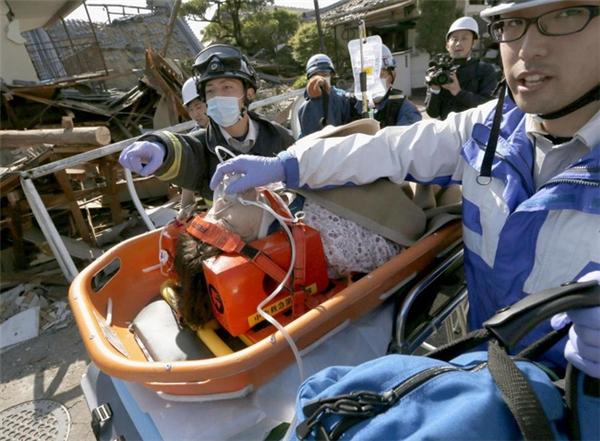 Tinh thần đối phó với thảm họa của người Nhật cũng rất đáng khâm phục. Ngay sau khi bất cứ thảm họa nào xảy ra, lực lượng cứu hộ cũng tác nghiệp vô cùng nhanh chóng, quả cảm nhằm giải cứu những người gặp nạn.
