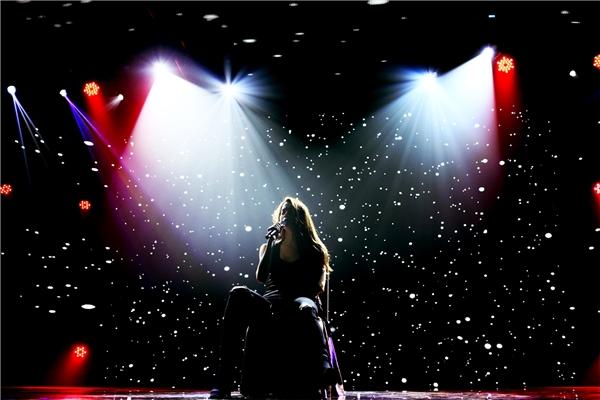  Hồ Ngọc Hà sẽ hát live cùng ban nhạc và trình diễn xuyên suốt, không có bất kì khách mời nào trong 100 phút của chương trình. - Tin sao Viet - Tin tuc sao Viet - Scandal sao Viet - Tin tuc cua Sao - Tin cua Sao