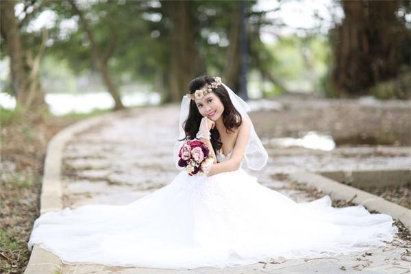 Hình ảnh của cô trong bộ váy cô dâu