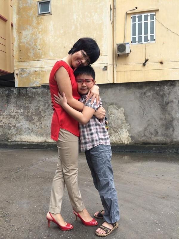 Kể từ sau khi li hôn với nghệ sĩ hài Công Lý, Thảo Vân lựa chọn cuộc sống mẹ đơn thân bên cậu con trai đáng yêu có tên ở nhà là Tít. - Tin sao Viet - Tin tuc sao Viet - Scandal sao Viet - Tin tuc cua Sao - Tin cua Sao