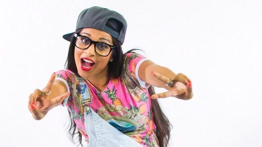 Lilly Singh được biết đến như mộtdiễn viên hài, diễn giả động lực nổi tiếng khắp YouTube. (Ảnh: Internet)