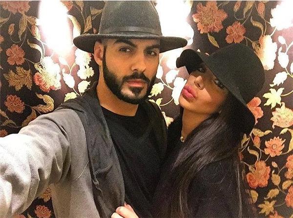 Omar đang hẹn hò với 1 nhà thiết kế thời trang.